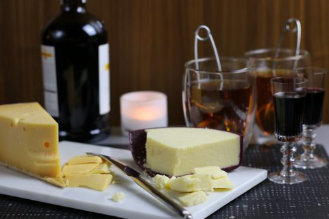 Mys med te, portvin och ost