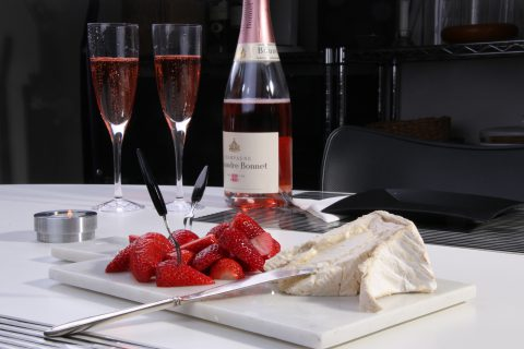 champagne ost och jordgubbar