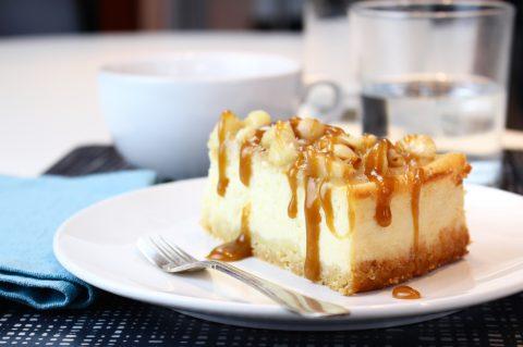 Cheesecake med kolasås