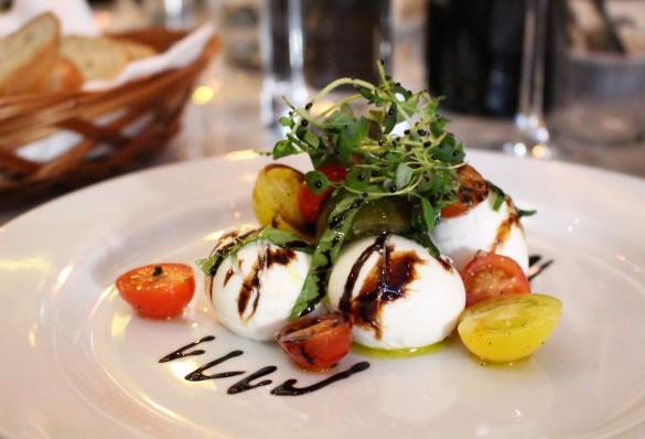 Buffelmozzarella- och tomatsallad