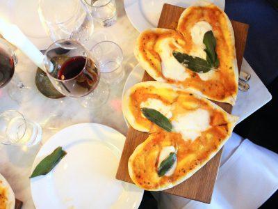 Pizzabitar med tomatsås och buffelmozzarella