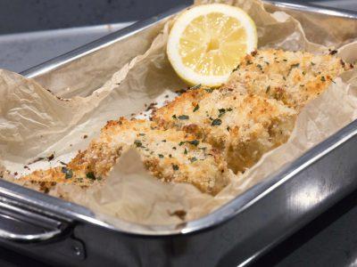 Pankogratinerad torsk med parmesan, citron och örter