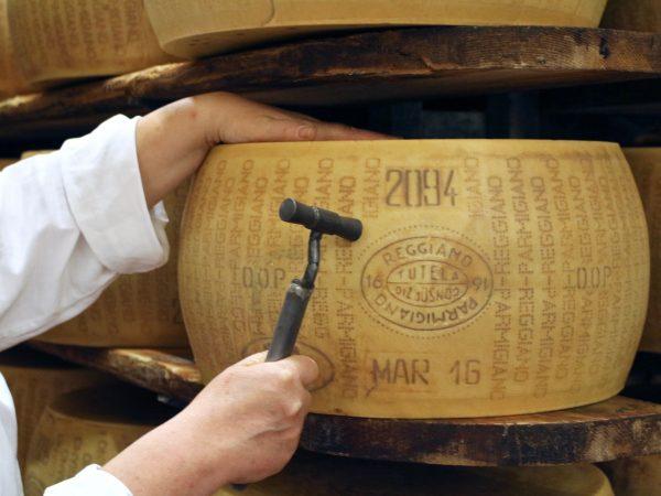 Parmigiano Reggiano tillverkning