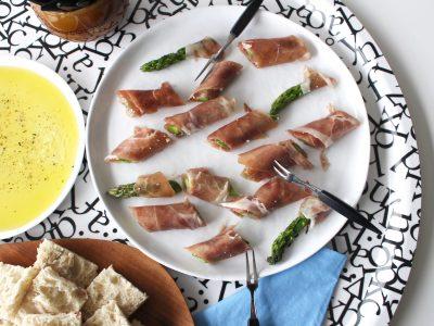 Prosciuttolindad sparris rullad i brynt smör och parmesan