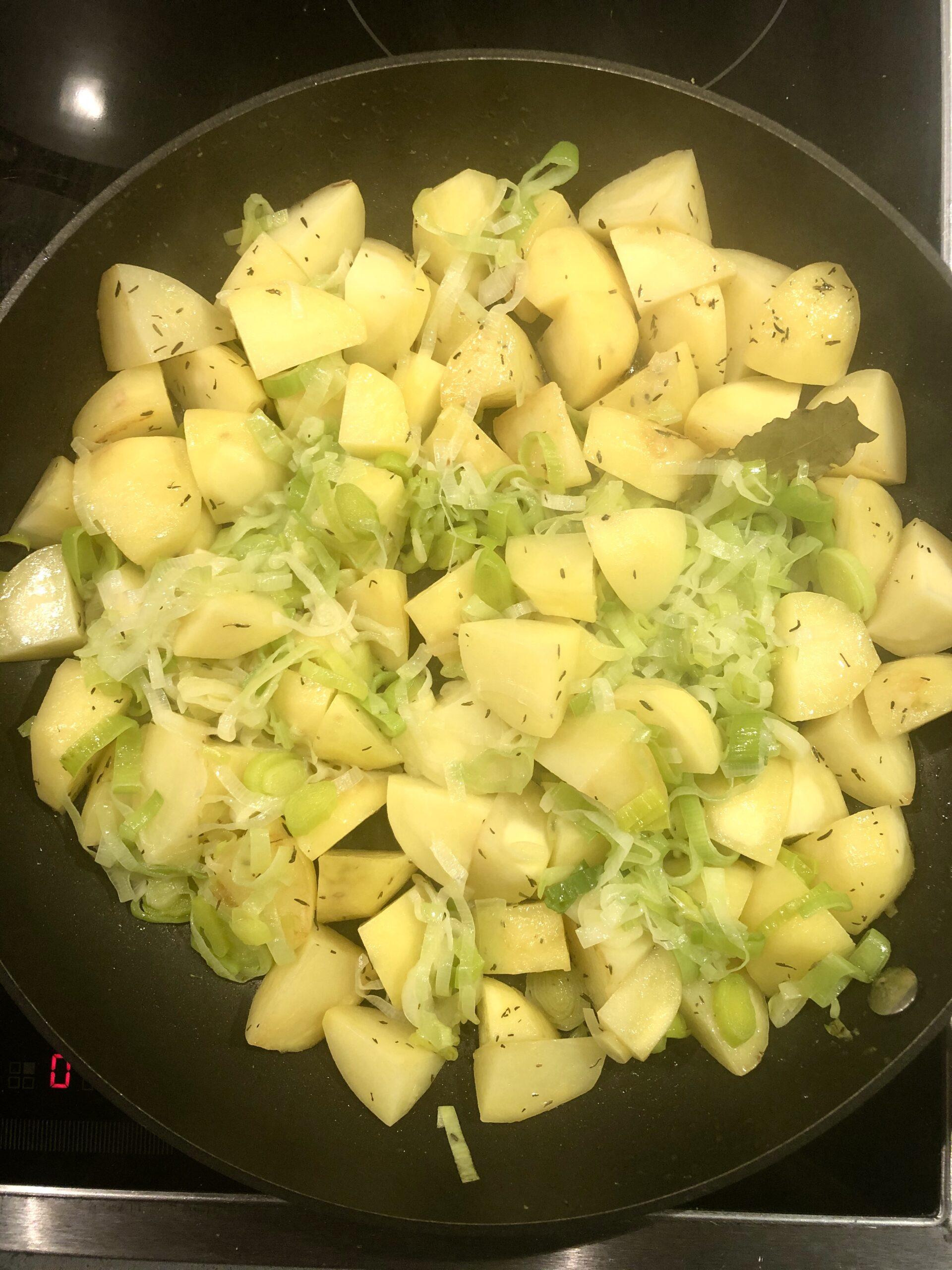 Potage med potatis och rökt fläsk