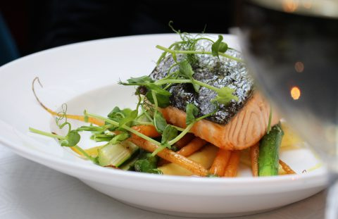 Brasserie Makalös lax med grönsaker