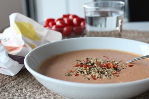 Italiensk tomat- och grönsakssoppa